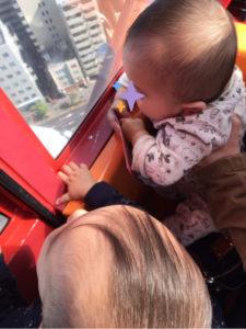 0歳双子、初めての観覧車