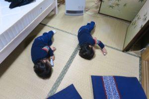 東武グループ 東武博物館 お土産のバスで遊ぶ双子