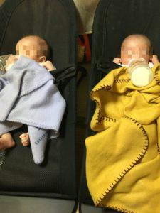 双子の同時授乳