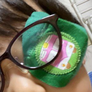嫌がる3歳のアイパッチ | 斜視の治療中
