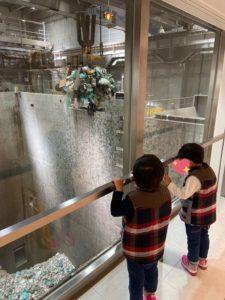 武蔵野クリーンセンターでいつでもゴミ処理施設見学 | ごみクレーンバケット